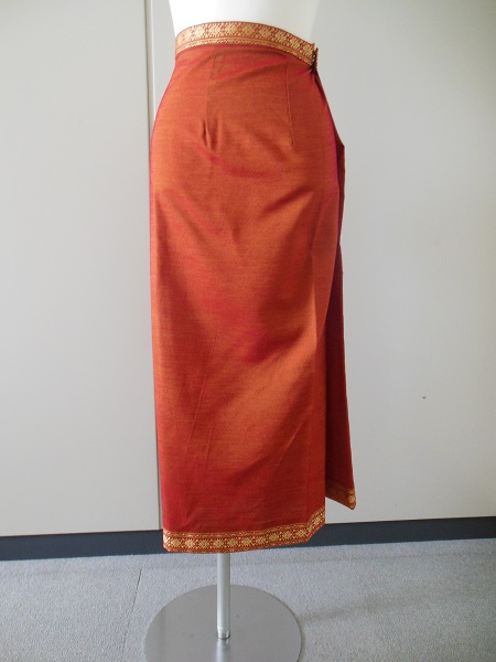 http://www.tic-toyama.or.jp/extra_information/img/cambodia-skirt.JPG